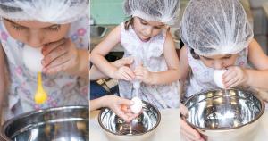Depois que fizer os furinhos, os pequenos podem ajudar a soprar a gema e a clara para fora da casca
