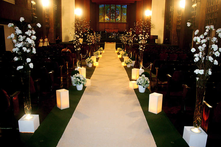 Casamento na Igreja - Decoração com flores brancas