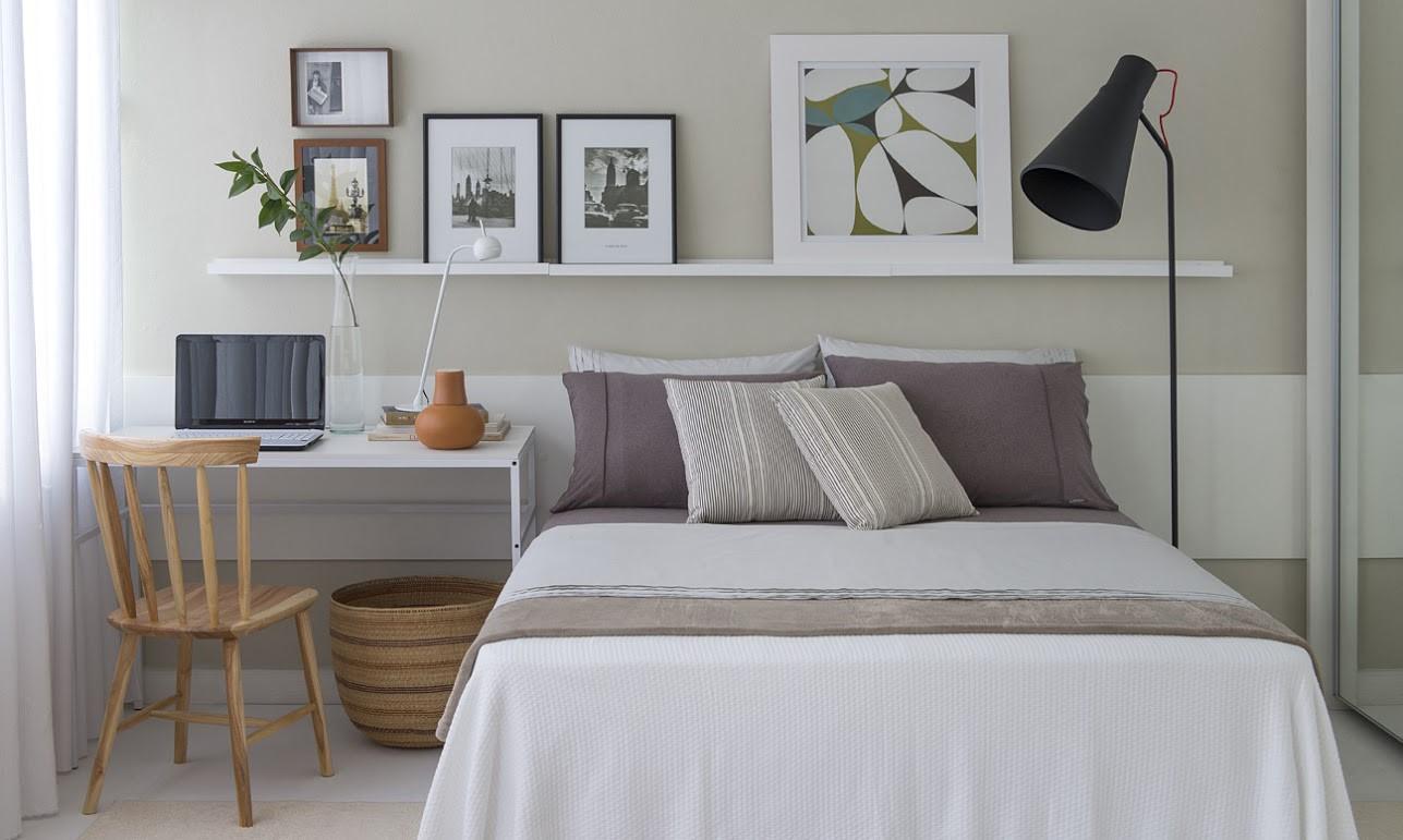 Os móveis claros deixam o ambiente leve e receptivo
