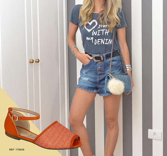 O shorts jeans e a rasteirinha são a cara do verão! Além disso, a sua produção vai ser o centro das atenções
