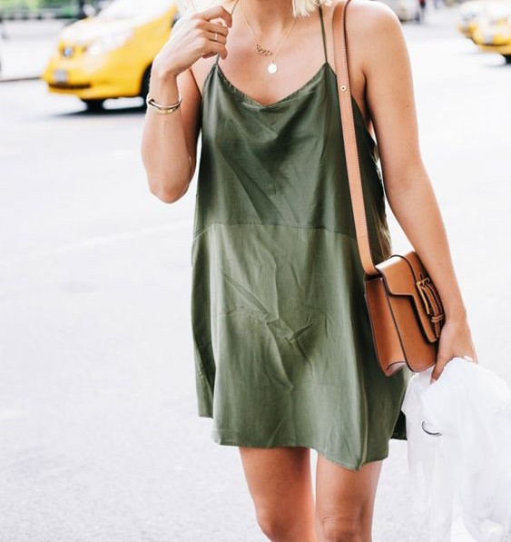 O vestido com cara de camisola volta com tudo ao cenário fashion